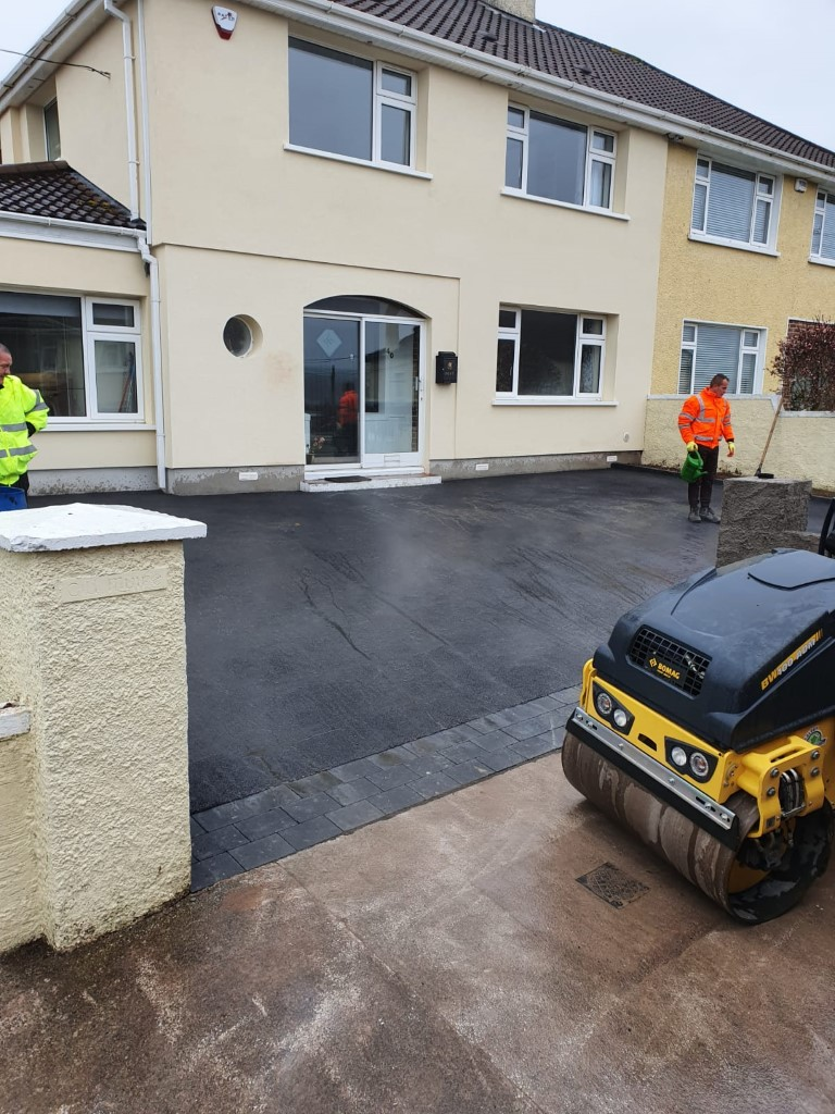 Asphalt Driveway with Charcoal Cobbles in Bishopstown