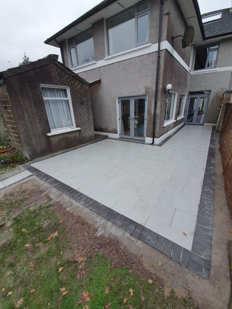 Flagstone Patio with Cobbleset Border in Cork City