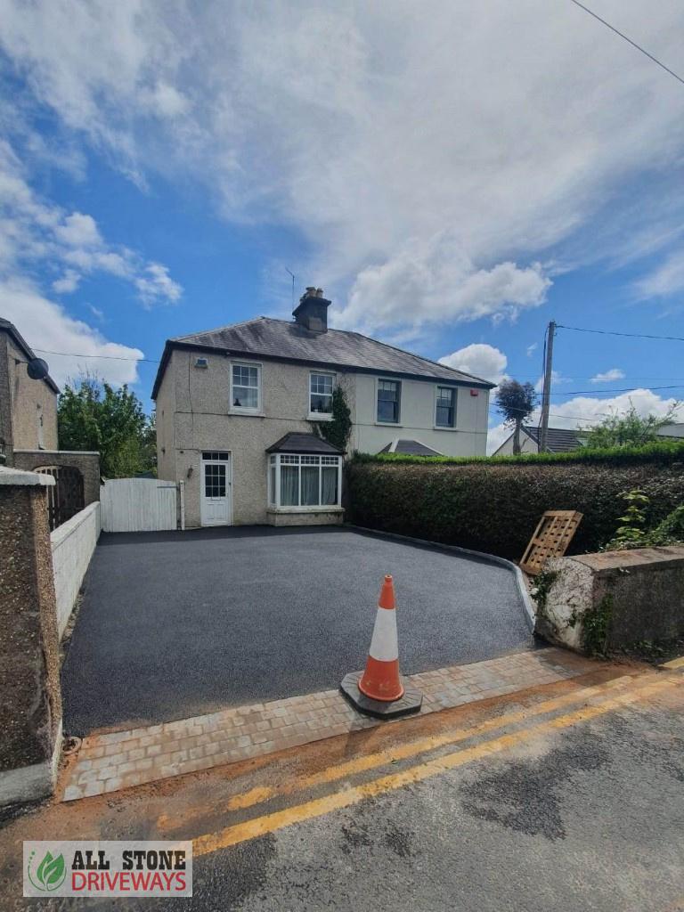 Tarmac Driveway with Charcoal Kerbs in Douglas, Cork